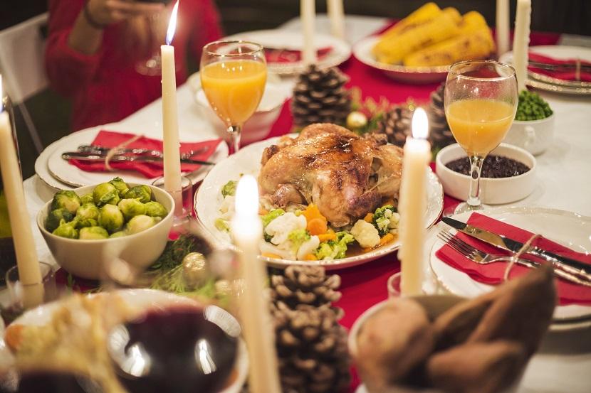 Ceia na decoração de mesa de natal