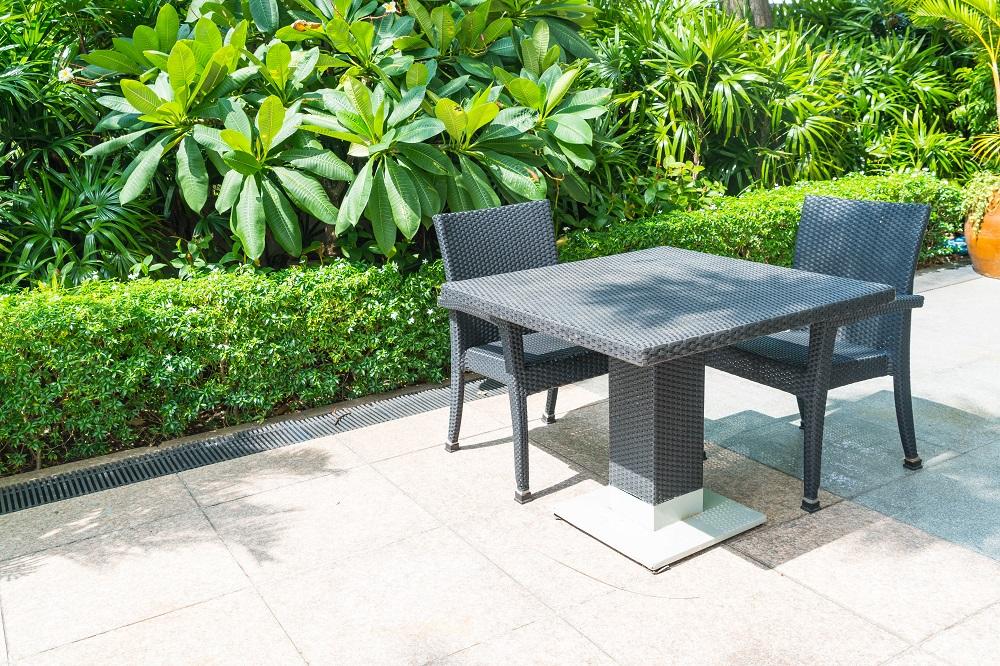 Conjunto mesa e cadeira jardim