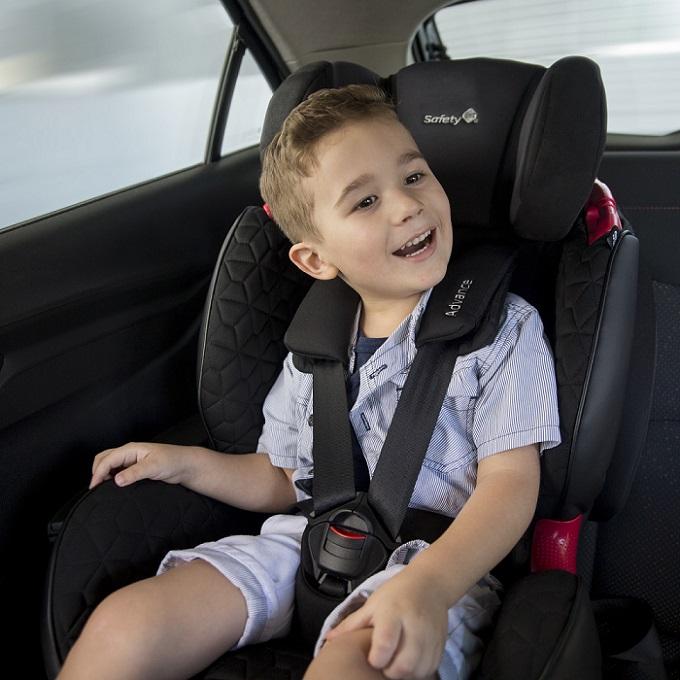 Criança na cadeirinha poltrona não reversível