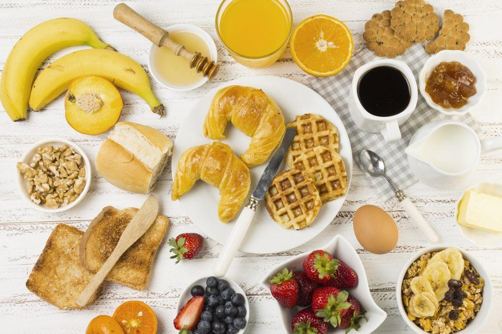 Café da manhã: o que é essencial ter à mesa?