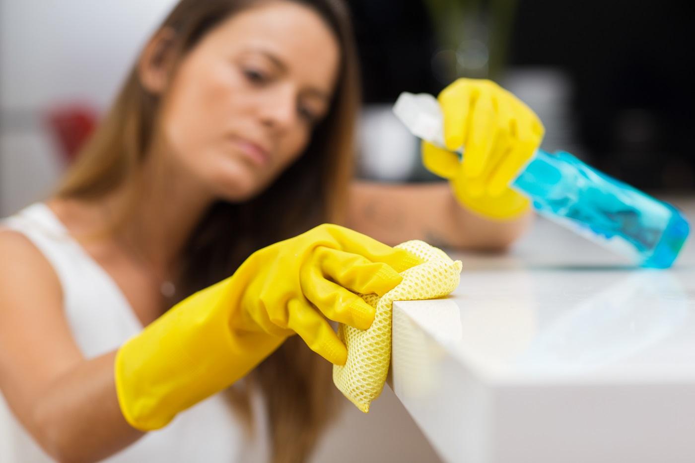 Faxina detergentes e desengordurantes