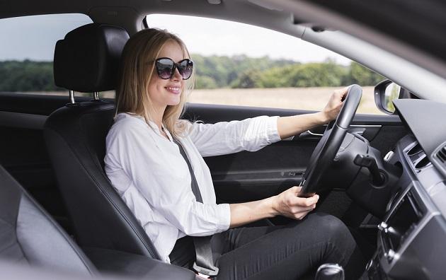 óculos de sol carro
